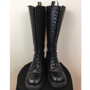 Doc Martens 20-eye Black leather boots AW4 US 6